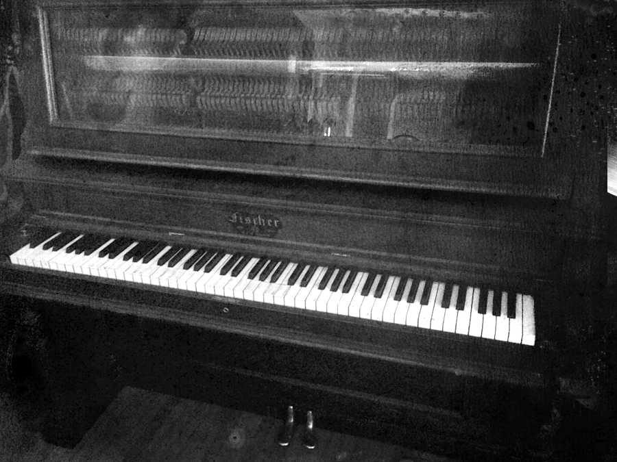 stand up piano.bw.IMG_6178.BW